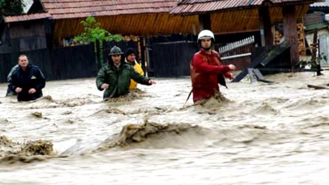 Hidrologii au emis cod roşu de inundaţii. Vezi zonele afectate
