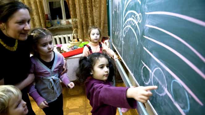 """Părinții, apel disperat către președinte și premier, cu privire la alocații: """"În România 150.000 de copii adorm flămânzi"""""""