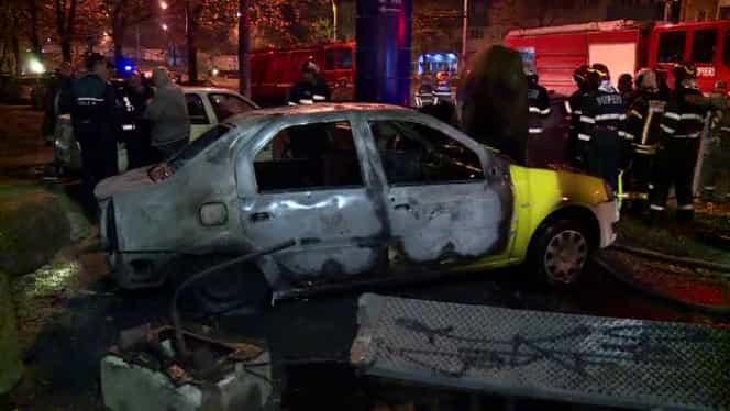 Două maşini, distruse de un incendiu în Bucureşti! Totul a pornit de la un panou electric stradal