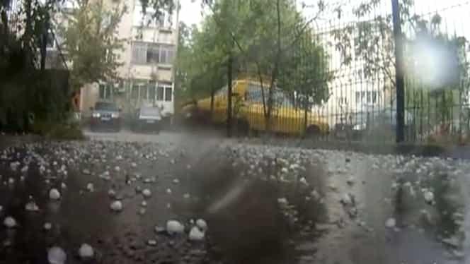 Natura a făcut prăpăd în toată țara! A plouat cu grindină de mărimea oului de porumbel!