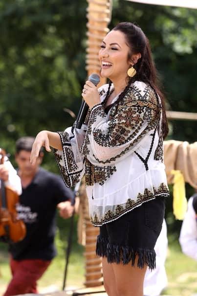 Artista a fost surprinsă la concerte, fără pic de photoshop, iar silueta ei nu pare să fi prins contur, în ultima perioadă