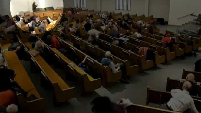 Atac armat într-o biserică din Texas, SUA. Slujba și împușcăturile au fost transmise live pe Youtube – Video