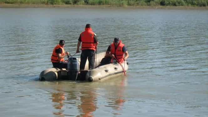 Cadavrul unui tânăr a fost găsit într-un lac din Buzău. Descoperirea a fost făcută de un trecător