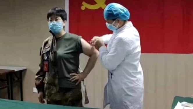 S-a lăsat injectată cu un vaccin pentru coronavirus netestat! Doctorul chinez a făcut-o din loialitate față de Partidul Comunist din China