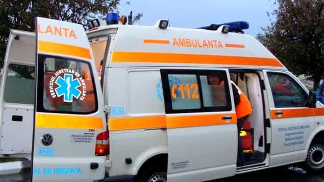 VIDEO & GALERIE FOTO! Un bărbat din Răşinari a chemat Ambulanţa doar pentru a o distruge! Echipajul de urgenţă a fugit!