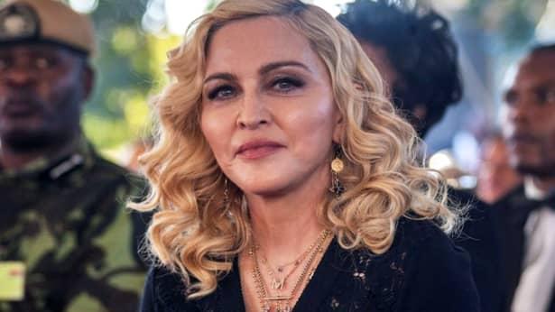 Madonna, pozează doar în lenjerie transparentă la cei 60 de ani (12)