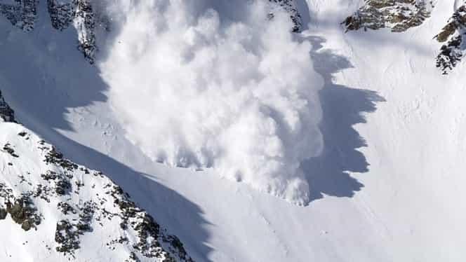Cod roșu de avalanșă, în Făgăraș! Avertizare ANM și prognoză meteo pentru Revelion