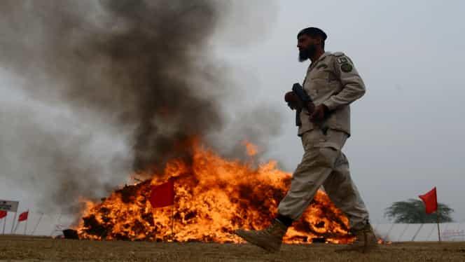 O mașină a explodat într-un oraș din Afganistan. 10 persoane au murit, printre care și copii