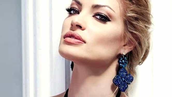 """Valentina Pelinel: """"Am rămas fără fustă pe catwalk şi mi s-a rupt tocul în show la Versace"""""""