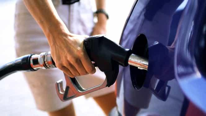 Preţul real al carburanţilor. Plătim mai mult cu 2 lei