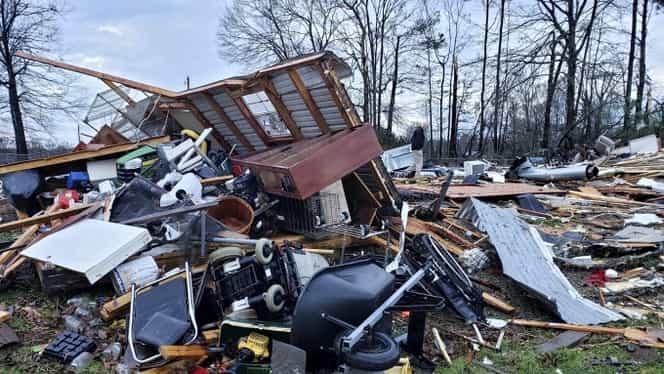 Furtuni violente au lovit Statele Unite! 11 oameni au fost uciși și sute de case au fost rase de pe fața pământului