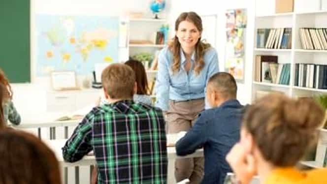 Cadouri de 8 martie 2020. Ce nu au voie să primească profesorii. Este total interzis în școli