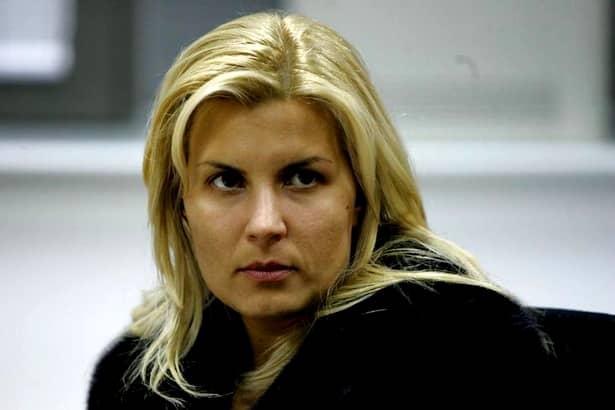 Potrivit acelorași informații, prin cardul TIM Rail Cargo, Elena Udrea a reușit să sponsorizeze și partidul Mișcarea Populară, în anul 2014. Soția unuia dintre acționari a făcut atunci un virament de296.000 de lei către partidul lui Traian Băsescu la acea vreme.