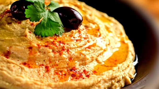 5 rețete gustoase cu humus. Sunt perfecte pentru vară și super sănătoase