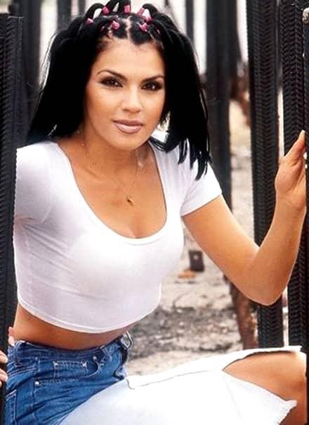 O mai ştii pe Irina de la A.S.I.A.?! E incredibil cum poate să arate ACUM! Ce s-a ales de ea la 12 de la destrămarea trupei, după ce a fugit din România şi s-a mutat în Ungaria
