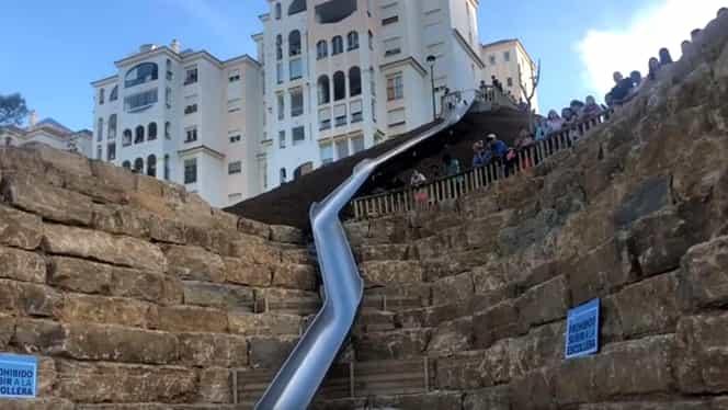 Un tobogan de 38 de metri a fost interzis în Spania la doar o zi de la inaugurare, după ce mai mulți oameni s-au rănit grav. Video