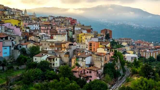 Autorităţile dintr-un orăşel italian vând case cu doar 1 euro