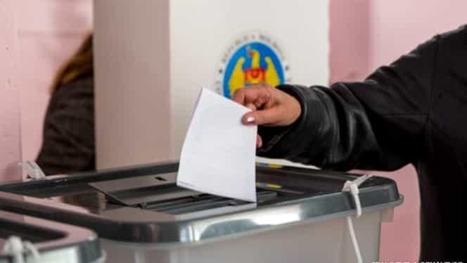 Sondaj de ultimă oră al CURS! Pe cine ar vota românii azi: PSD, PNL sau partidul Cioloș