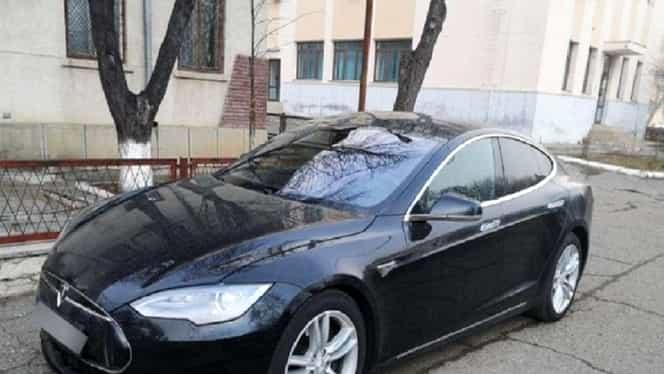 O mașină TESLA de 57.000 de euro căutată de norvegieni, găsită de polițiștii de frontieră din Iași la un român. Bărbatul a fost deposedat de autovehicul