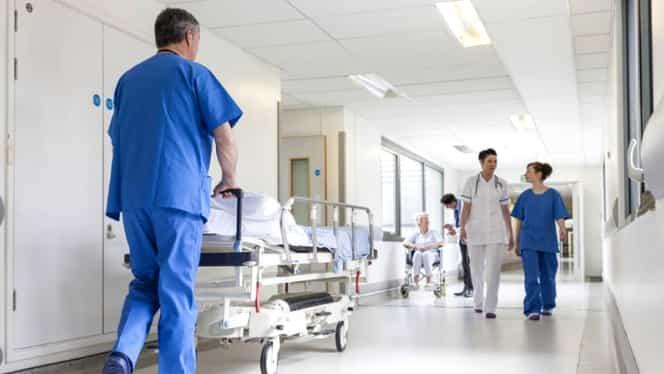 Un italian cu diplomă falsă a operat un an în România, la cinci spitale! Cum a fost posibil