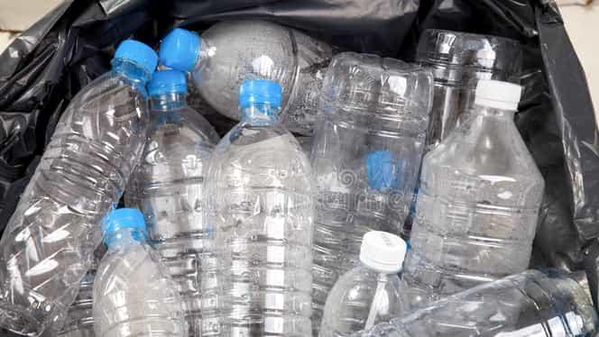 Pericolul din sticlele de plastic! Compusul care te poate ucide!