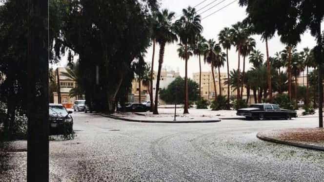 A nins în deşert! Nisipul din Arabia Saudită, acoperit de zăpadă