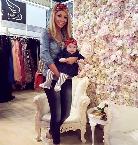 Blondină specifică și faptul că nu s-a pus problema de infidelitate, iar că aceasta îl va respecta mereu pe Victor, fiind tatăl copilului ei.