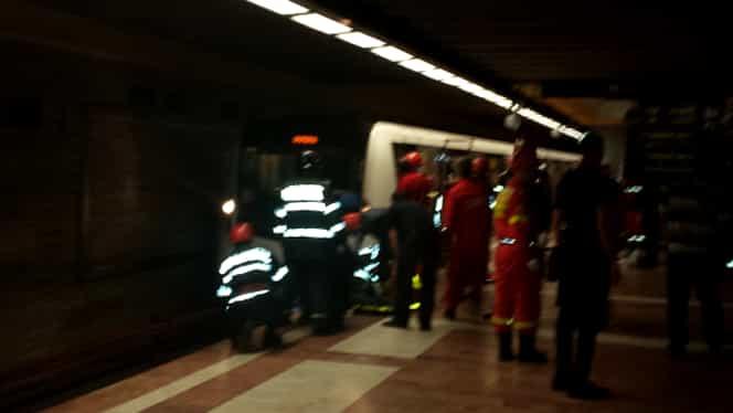 Un tânăr a căzut în faţa metroului la staţia Republica! A scăpat cu viaţă