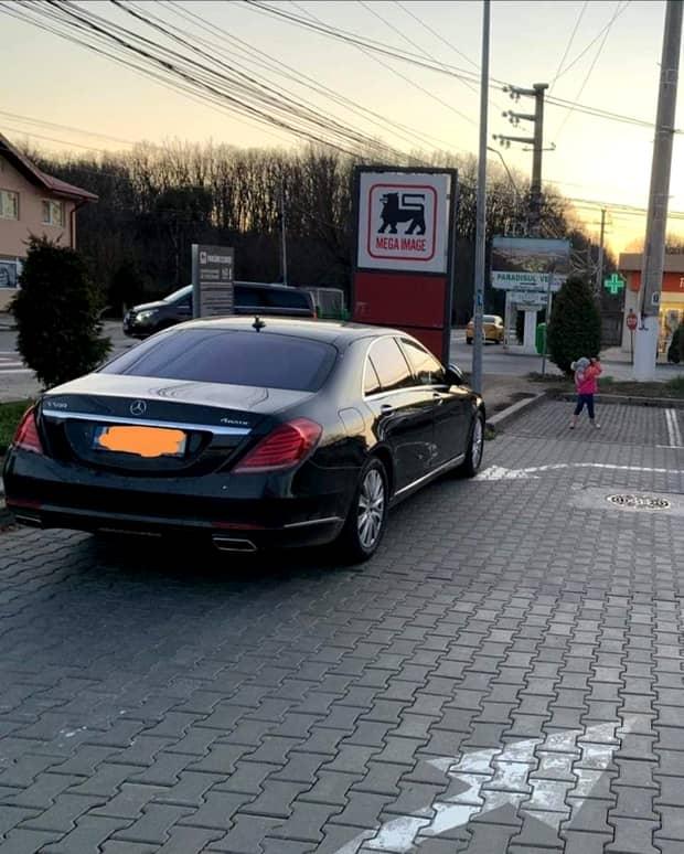 """Adrian Alexandrov, partenerul de viață al Elenei Udrea, a blocat parcarea unui supermarket: """"Un mârlan de level 999+"""". Foto"""