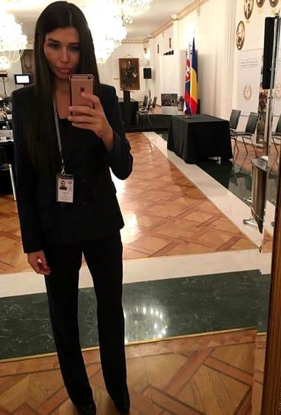 Cum a apărut Elena Băsescu la un botez. Fiica lui Traian Băsescu a atras toate privirile FOTO