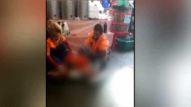 VIDEO. Bucureştean mort în Piaţa Obor. Medicii de pe o ambulanţă privată nu au ştiut cum să-l resusciteze