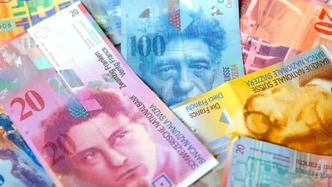 """Francul scade puternic pe piaţa interbancară şi ajunge la nivelul minim de la începutul """"crizei"""""""