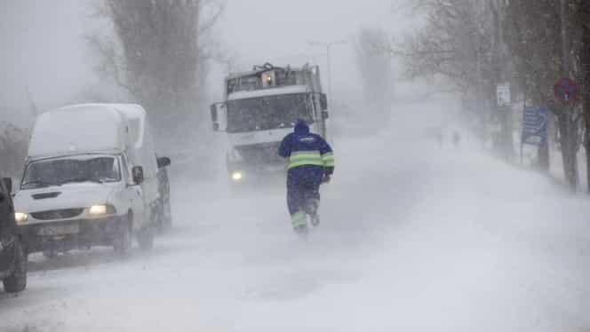 Ninsorile şi viscolul au făcut ravagii în toată România. Zeci de drumuri închise și mii de oameni fără curent electric.  UPDATE