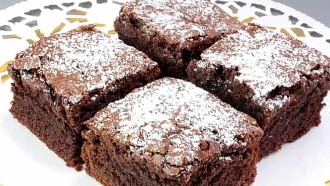 Rețetă de post: prăjitură cu mere și cacao. E desertul preferat pentru o zi de vineri