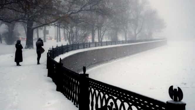 Avertizare meteo COD PORTOCALIU şi COD GALBEN. Sunt anunţate ninsori abundente, viscol şi lapoviţă