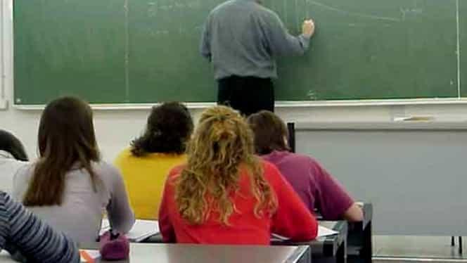 Profesoară prinsă cu telefonul în lenjeria intimă, la examenul de titularizare!