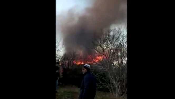 Incendiu la o casă din Techirghiol. O femeie a fost găsită carbonizată. Video