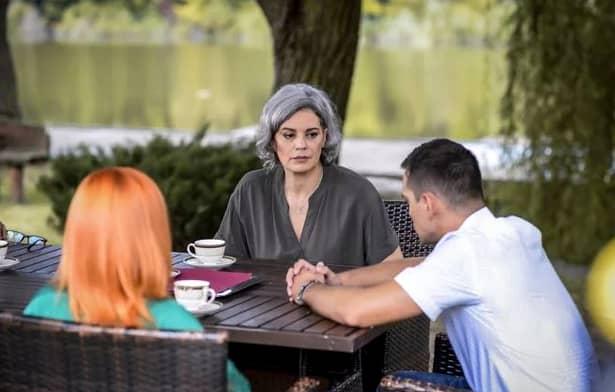 Ioan(Vlad Gherman) va fi pus față în față cu mama biologică a acestuia, care credea că l-a abandonat.