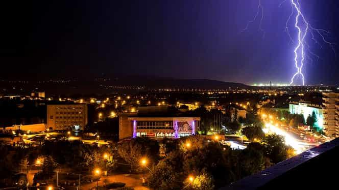 Cod portocaliu de ploi în cinci judeţe! Cod galben de furtună pentru toată România! Ce măsuri s-au luat!