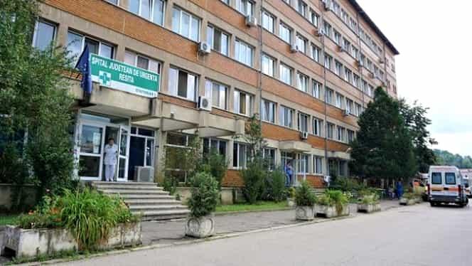 Scandal la spitalul din Reșița! Bărbat târât pe hol şi dat afară cu mătura. Conducerea a deschis o anchetă