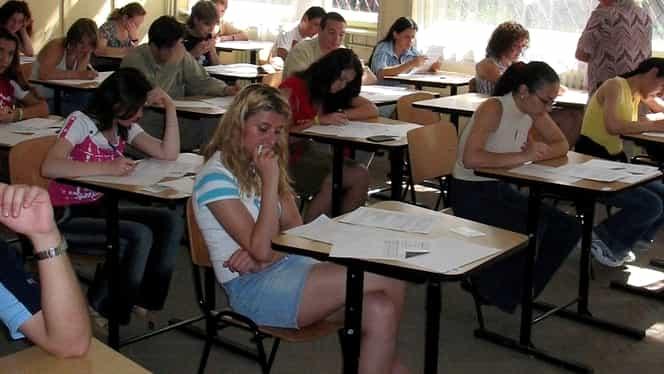 Când și cum se dau bani elevilor din București care au medii generale peste 8,5