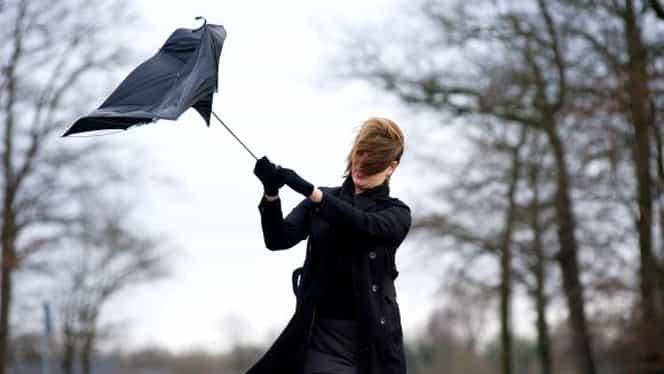 Cod galben de vreme severă imediată în mai multe zone din țară! Alertă ANM