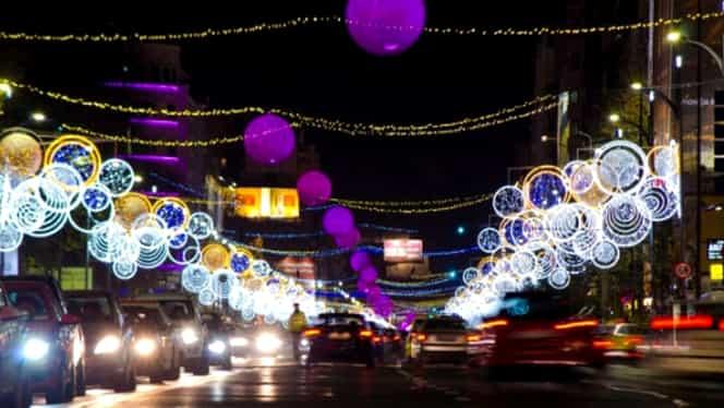S-au aprins luminiţele de Crăciun la Bucureşti. PREMIERĂ în Centrul Istoric