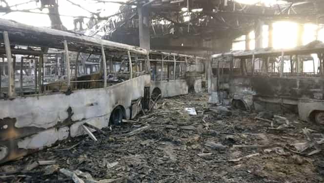 Dezastru în Tulcea! Un incendiu puternic a mistuit 15 autobuze ale municipalităţii!