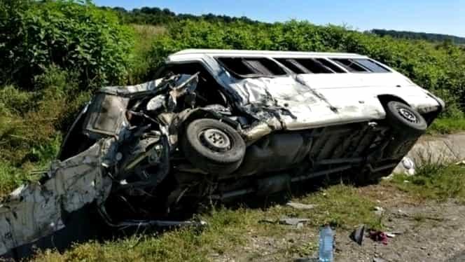 Autocar cu 30 de pasageri, implicat într-un accident în Argeş. Mai multe persoane au fost rănite