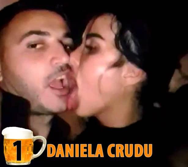 TOP 20 – Vedete din România care s-au luat la trântă cu… băutura. Şi au pierdut!
