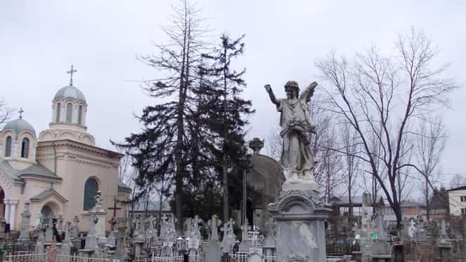 Un moldovean s-a supărat pe autorități după ce nu a fost lăsat să-și facă cimitir în curte