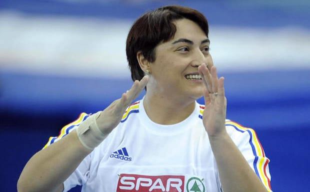 Cea care conducea bolidul de lux este nimeni alta decât Anca Heltne, o sportivă care a reprezentat țara noastră la Jocurile Olimpice de Vară de la Beijing, China, în anul 2008. Ea s-a clasat atunci pe locul 21, potrivit datelor publicate de site-ul Comitetului Olimpic și Sportiv Român.
