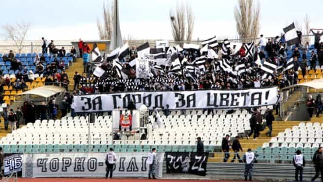 Doi fani ai Zoriei Lugansk au ars un steag separatist. Au primit condamnări record