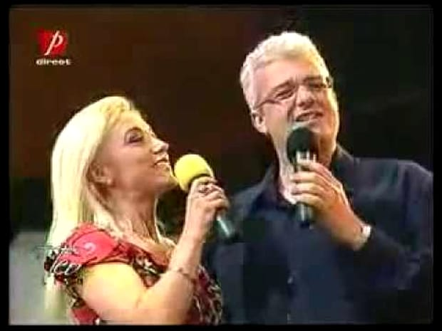 Multă lume se întreabă astăzi cum mai arată prima soție a lui Cătălin Crișan, Lucia Bubulac, la 9 ani de la divorțul de artist. Se știe că Lucia era și ea cântăreață, însă în ultima perioadă a dispărut cu desăvârșire din prim-planul televiziunilor sau radiourilor de la noi. Se pare că prima soție a lui Cătălin Crișan a vrut să își relanseze cariera muzicală, însă nu prea a avut succes.